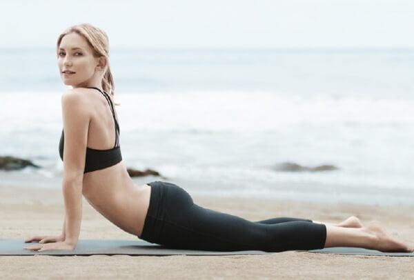 BENEFITS OF DOING SIMPLE YOGA EXERCISE EVERY MORNING - Kate Hudson doing yoga
